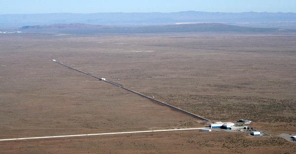 LIGO detector in Hanford, Washington [image: Caltech/MIT/LIGO Lab]